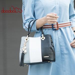 Image 2 - DOODOO المرأة بولي Leather حقيبة يد جلدية حمل حقيبة الإناث الكتف حقائب كروسبودي السيدات الأعلى مقبض حقيبة شرابة الإملائي اللون حقيبة ساع