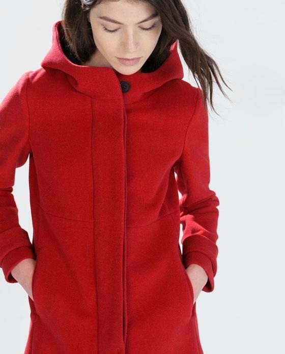 Abrigo rojo con capucha zara
