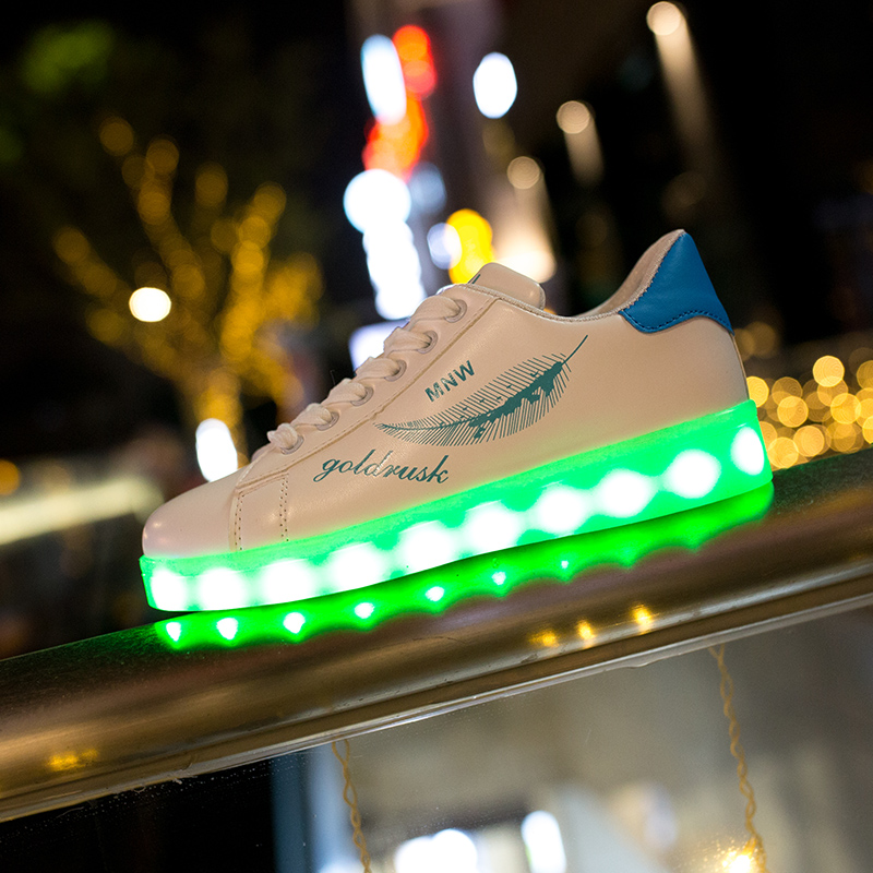 Fashion LED Sneakers with Graffiti 10