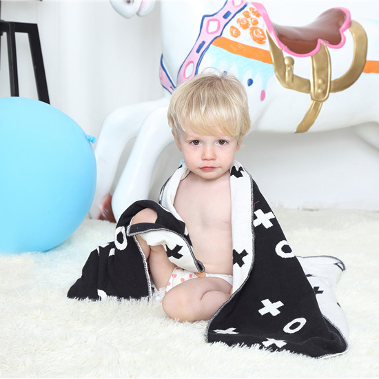 AINAAN Baby Blanket BlacK White Cute Knitted Plaid For Bed Sofa Cobertores Mantas BedSpread Bath Towels Play Mat Gift XOXO