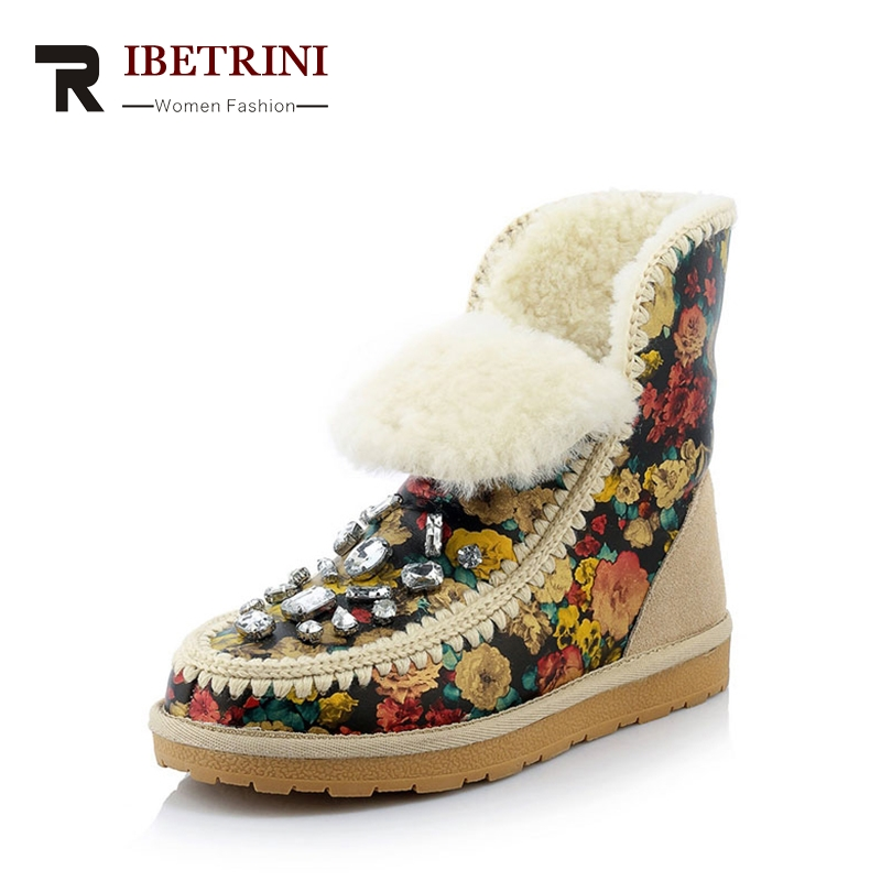 2018 Large Size 34-43 Flower Embroider Genuine Leather Warm Plush Ankle Winter Snow Boots Crystal Rivet Med Wedges Footwear serene handmade winter warm socks boots fashion british style leather retro tooling ankle men shoes size38 44 snow male footwear