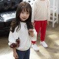 2017 весна новая девушка вышивка свитер Корейской шею мода детская с длинными рукавами свитер Футболка