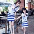 Juego de madre e hija madre arropa hija vestidos family look niña y la madre de algodón de impresión de word vestidos madre hija