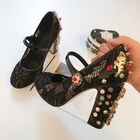 Новые Кристалл с заклепками ботинки на каблуках кружева пряжки Женские туфли со стразами кожа весна вечерние обувь на квадратном каблуке