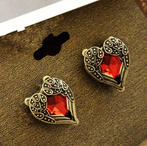 2018 Hot Fashion Vintage Retro Angel Wings Peach Heart Semi-precious Stones Red Crystal Stud Earrings For Women Jewelry Gift