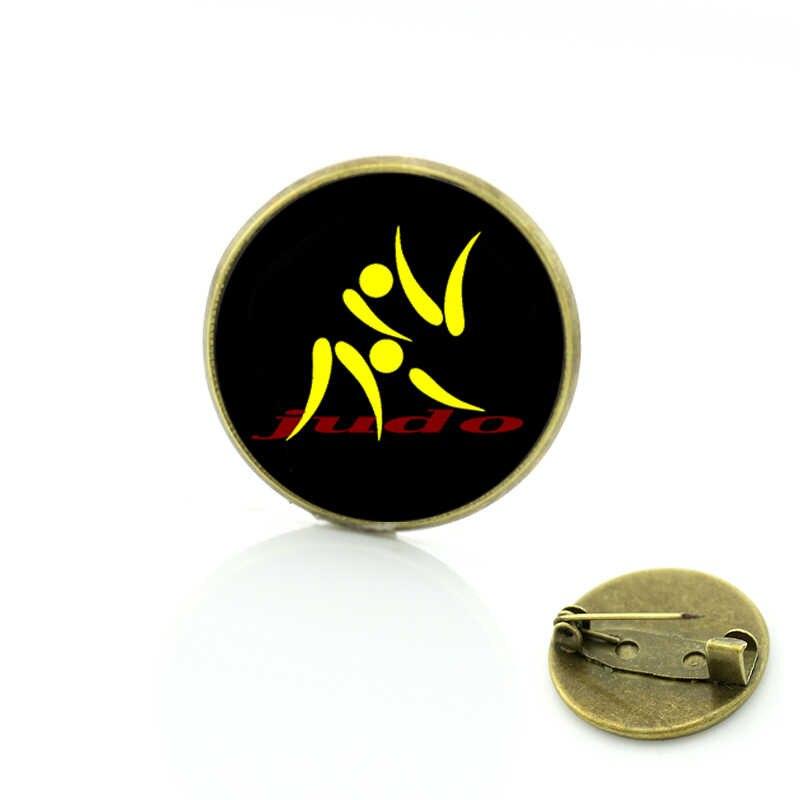 セールスファッションi愛柔道ブローチヴィンテージ柔道黒ベルトアートチャーム空手スポーツバッジピン男性女性ジュエリーSP575