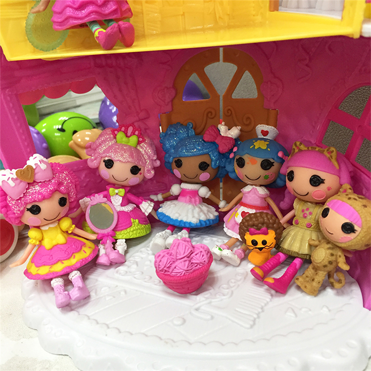 Little Yellow Hair Artist. Umbrella Candy House