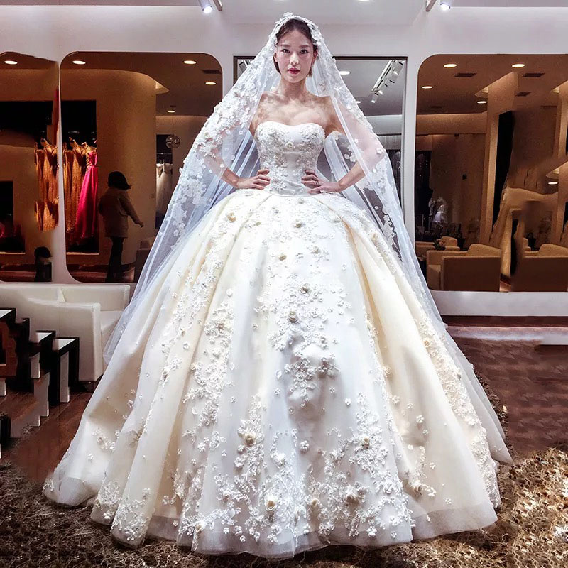 2017 Princess 3d Floral Appliques Beading Ball Gown