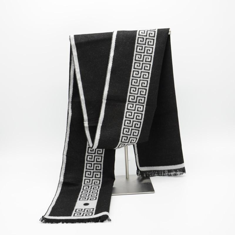 2017 Hommes Écharpe de luxe marque designer Hommes Classique Écharpe En Cachemire  D hiver Chaud Doux Gland de mode Femmes Châle Wrap New Echarpes a21c372c7ca