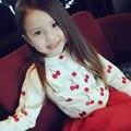 2016 muchachas del otoño del resorte rebeca del bebé niña suéter Del O-cuello de punto sueter suéteres tops bordado patrón de la cereza del niño infantil