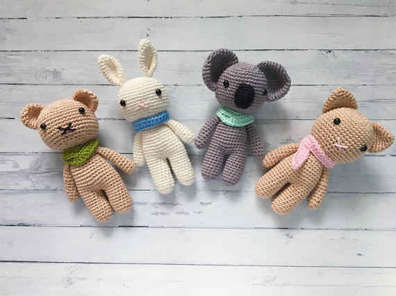Crochet Bunny - Dutch Rabbit Amigurumi Pattern - Crochet News | 427x570