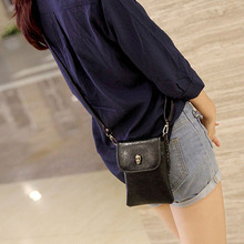 Heißes einzelteil! Damenmode Faux Leder Schädel Muster Mini Umhängetasche Handytasche Handtasche
