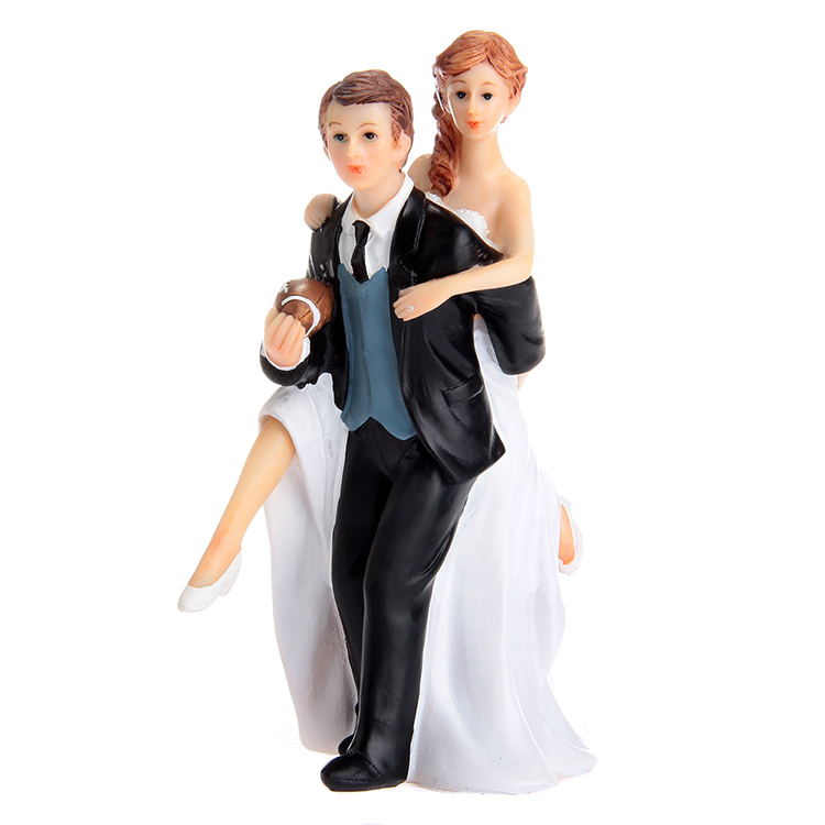 12*8.5*17cm Playful Football Couple Figurine Wedding Cake Topper/Toppers For Wedding Party Decoration