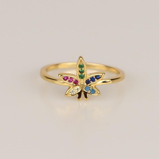 Женский простой перстень с разноцветными фианитами Золотое кольцо