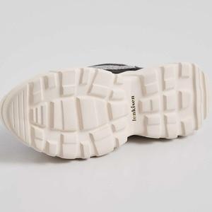 Image 5 - Mesh ventilado Lenkisen estilo punk couro genuíno alta plataforma inferior projeto fivela dedo do pé redondo tênis vulcanizados sapatos L73