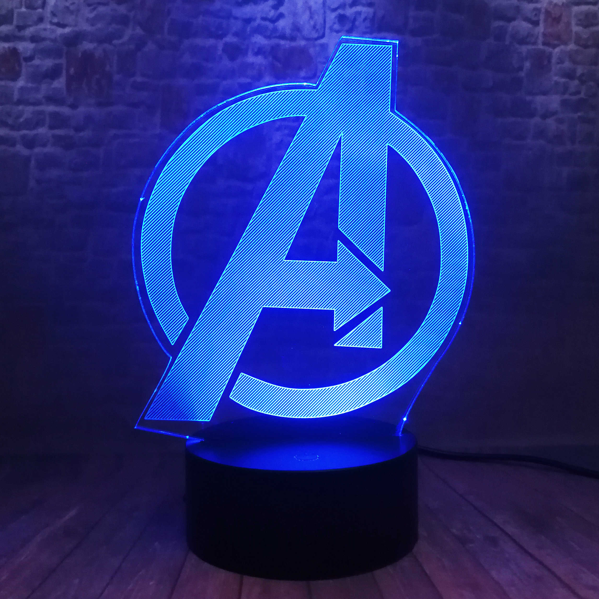 Criativo os vingadores 4 sinal modelo logotipo super herói marvel lendas 3d rgb led night light crianças brinquedos presente de natal mesa quarto decoração