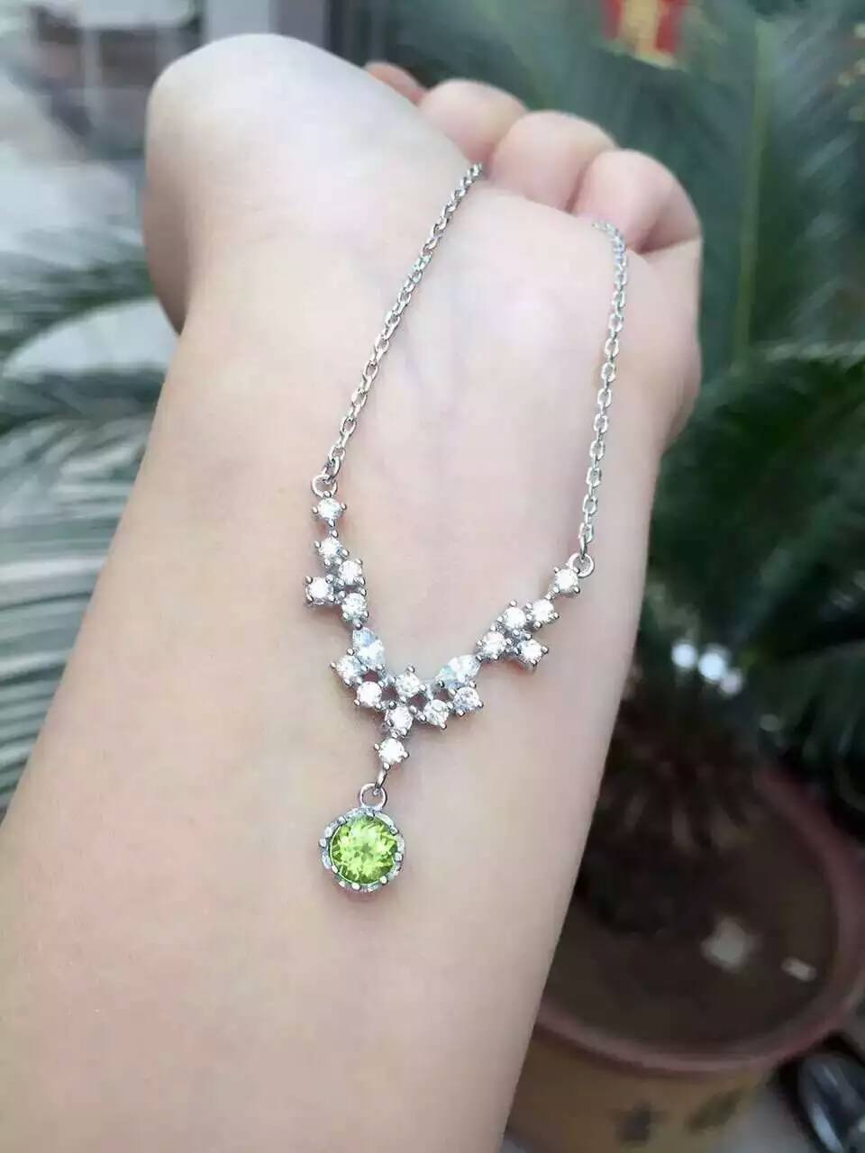 peridot necklace gold three stone carat white
