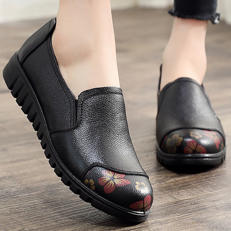 Women's Shoes Made of Genuine leather Large size 4.5-9 Slip-on Flat shoes women Damping Non-slip Flat shoes 2019 News(China)