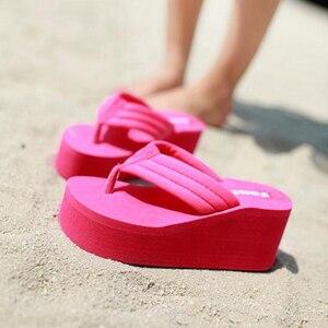 Image 4 - Шлепанцы SH041101 женские для пляжа, сверхвысокие сандалии на танкетке, без застежки, модные тапочки с блестками, на лето