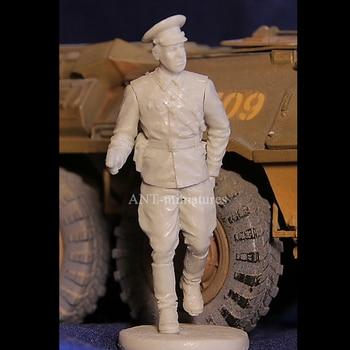 1/35 resin figure soldier model Soviet army officer GK white model hand military scene 231