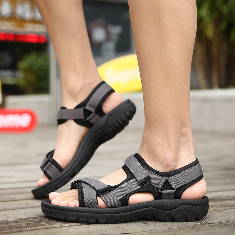2018 summer new breathable beach sandals men