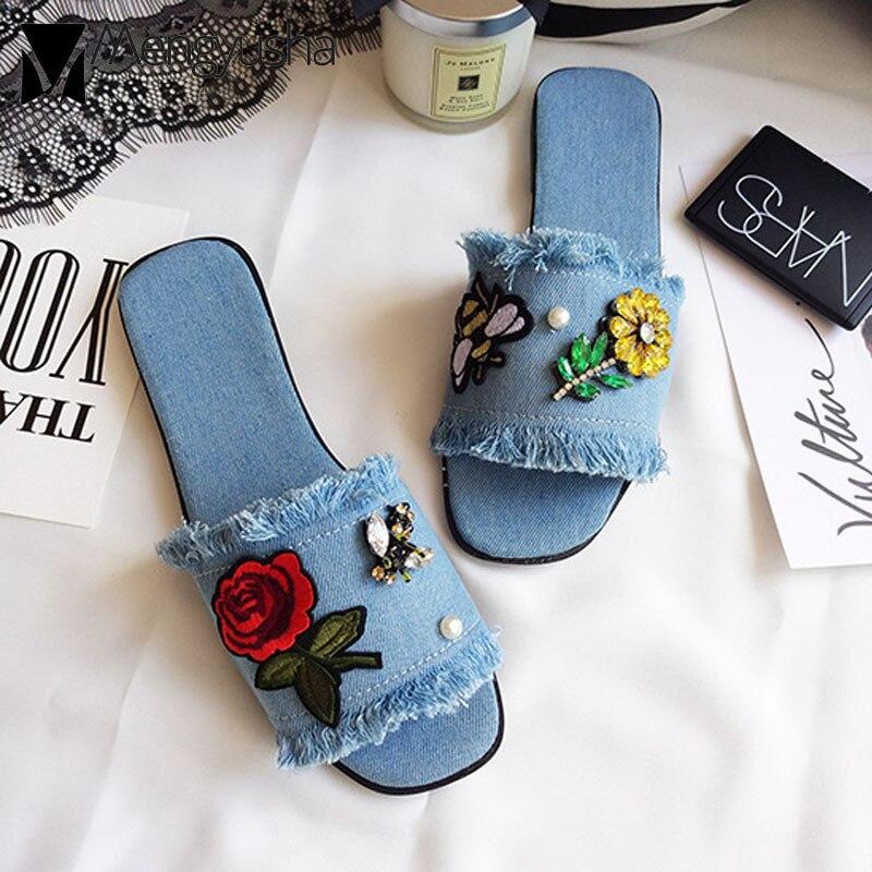 Джинсовые сандалии с вышивкой; женские универсальные шлепанцы с квадратным носком и цветочным рисунком; женская украшение с кристаллом; Вьетнамки с бахромой; летние домашние шлепанцы