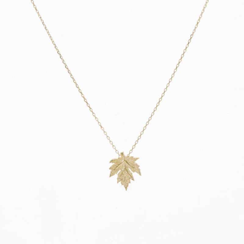 gold in maple made canada leaf pendant gifts s nature jewellery products