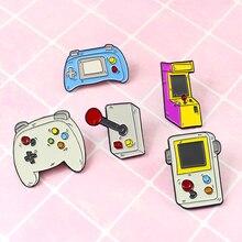 Vintage dibujos animados esmalte Pins Gamepad mango Arcade controlador serie clásico Denim solapa 90s insignia regalos para niños niñas niños