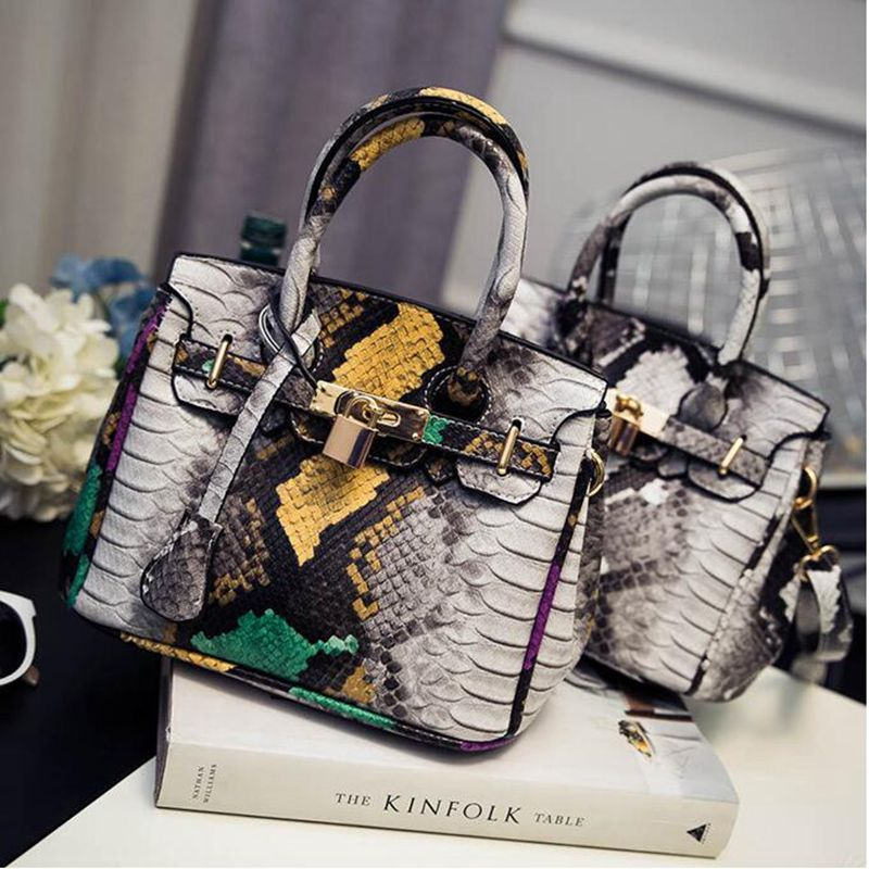 Free shipping 2017 summer newest fashion women handbag Contrast color gradient Serpentine platinum bag Lock shoulder bag messeng yuanyu 2018 new hot free shipping python skin women handbag single shoulder bag inclined female bag serpentine women bag