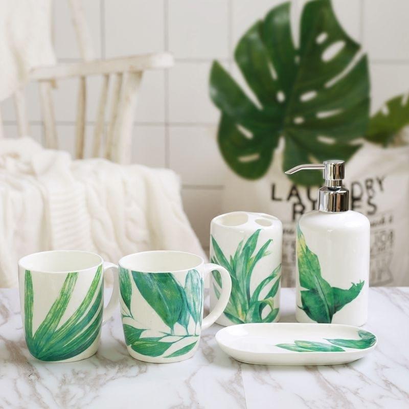 Comprar Dientes creativo de estilo europeo lavado kit de baño de cerámica de cinco piezas traje de boda porcelana suministros de baño taza LO724435 de Artículos sanitarios Baño fiable proveedores en Shop808525 Store