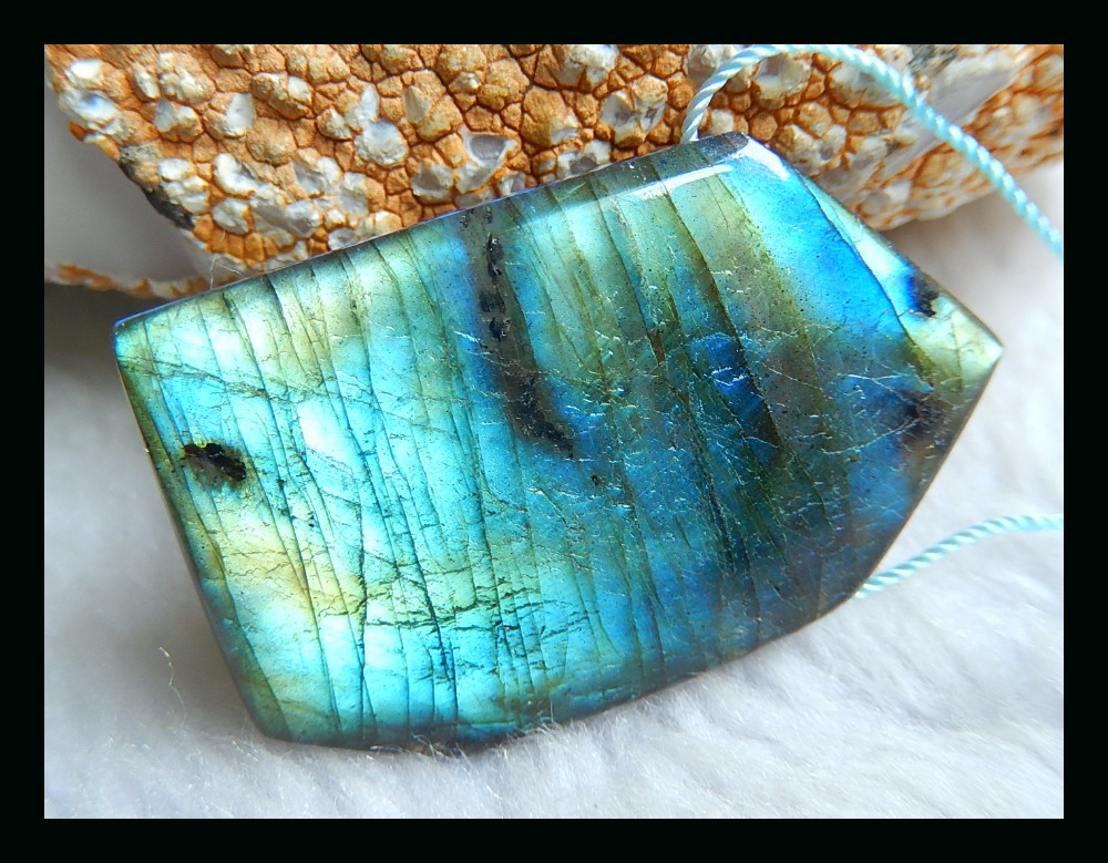Natural Stone Geometric Blue Labradorite Necklace Pendant,46*29*8mm 20.41g Natural Stone pendant flame labradorite цены онлайн