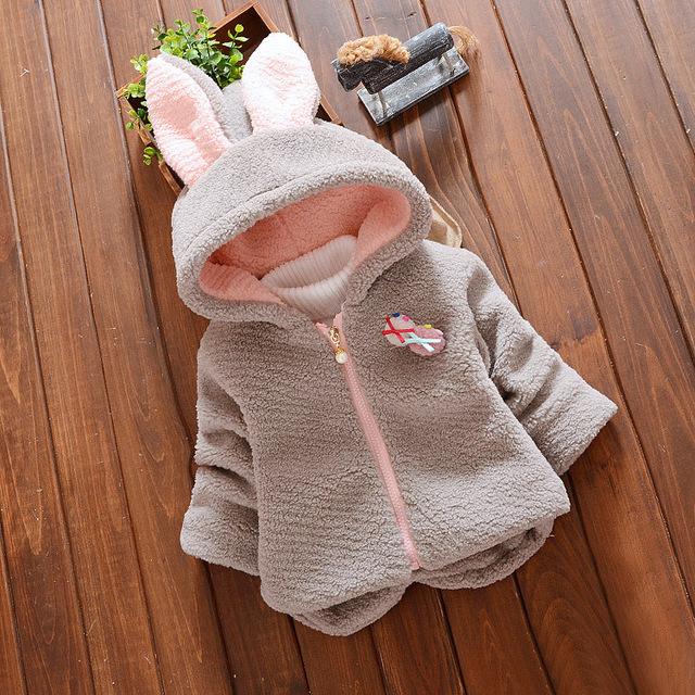 Nuevo Otoño Invierno Ropa de Bebé Niña de Rosa Caliente Outwear Las Capas 3D Orejas Largas Chaquetas Con Capucha Niños de Los Niños de Algodón Chaqueta de punto ropa