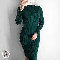 Теплое платье длины миди изумрудного цвета