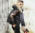Personalidad de La marca Joven Mujeres Corto Chaqueta de Plumón de pato 2016 Parkas Capucha de Piel de Invierno Con Guantes Hembra Abajo prendas de Vestir Exteriores Escudo Diseñador