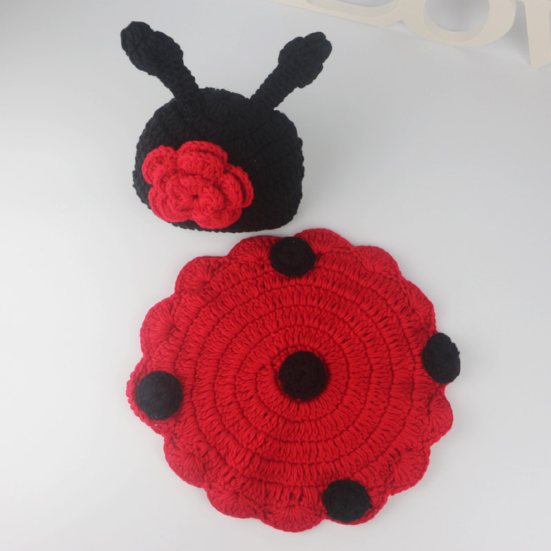 Handmade Newborn baby girls winter flower Beanie Hats Crochet Ladybug Hat and dot cover Baby Cloths Sets Baby Photography Props
