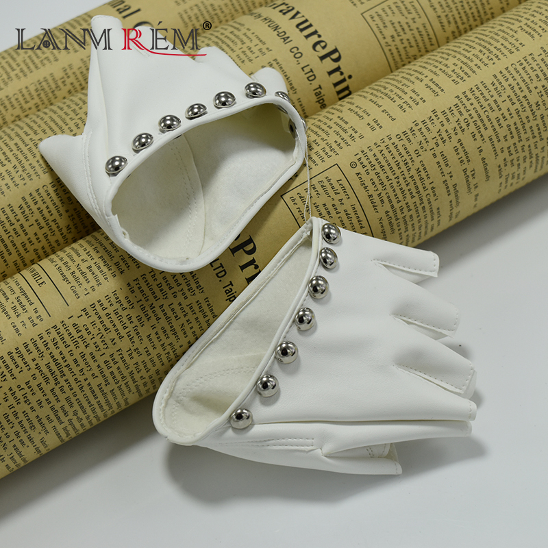LANMREM 2018 Tide New Black Metal Rivet Decoration Half Palm Half Finger Gloves Women Fashion Ladies Handsome HAA1031