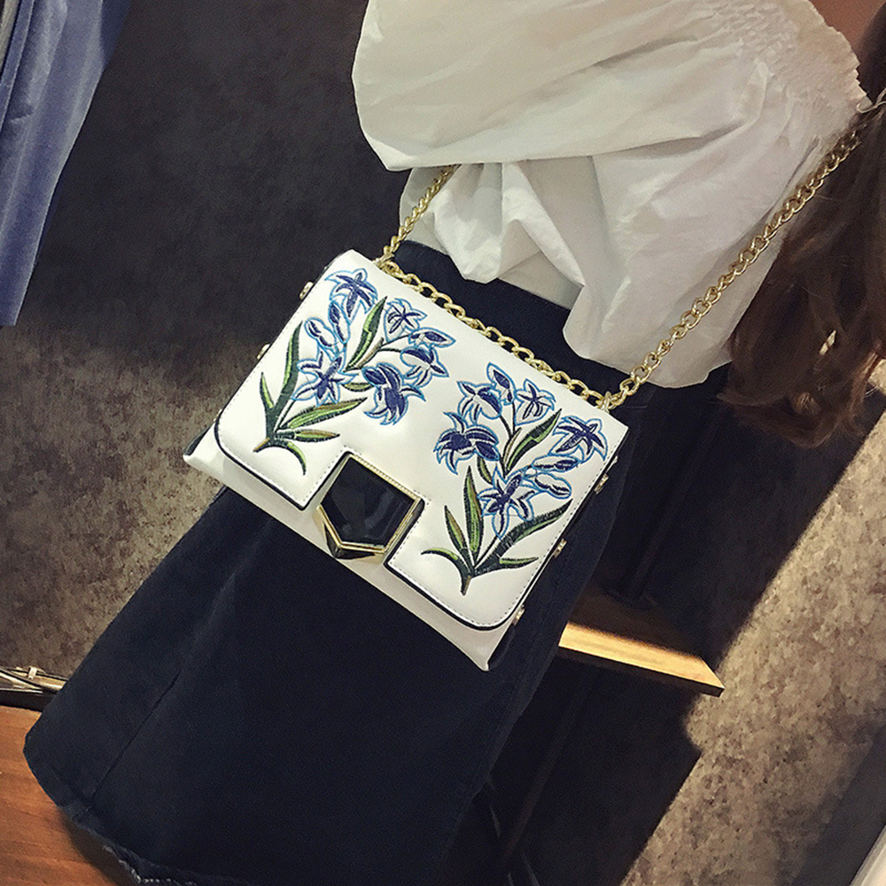 ФОТО 2017 New Women Embroidery Handbags Korean Version Of The Fashionable Shoulder Oblique Crossbody Bag The Women Chain Package