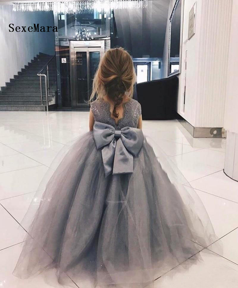 Grey Lace Puffy Flower Girl Dresses For Wedding Bow Floor Length Kids Pageant Gowns Communion Dress Ball GownGrey Lace Puffy Flower Girl Dresses For Wedding Bow Floor Length Kids Pageant Gowns Communion Dress Ball Gown