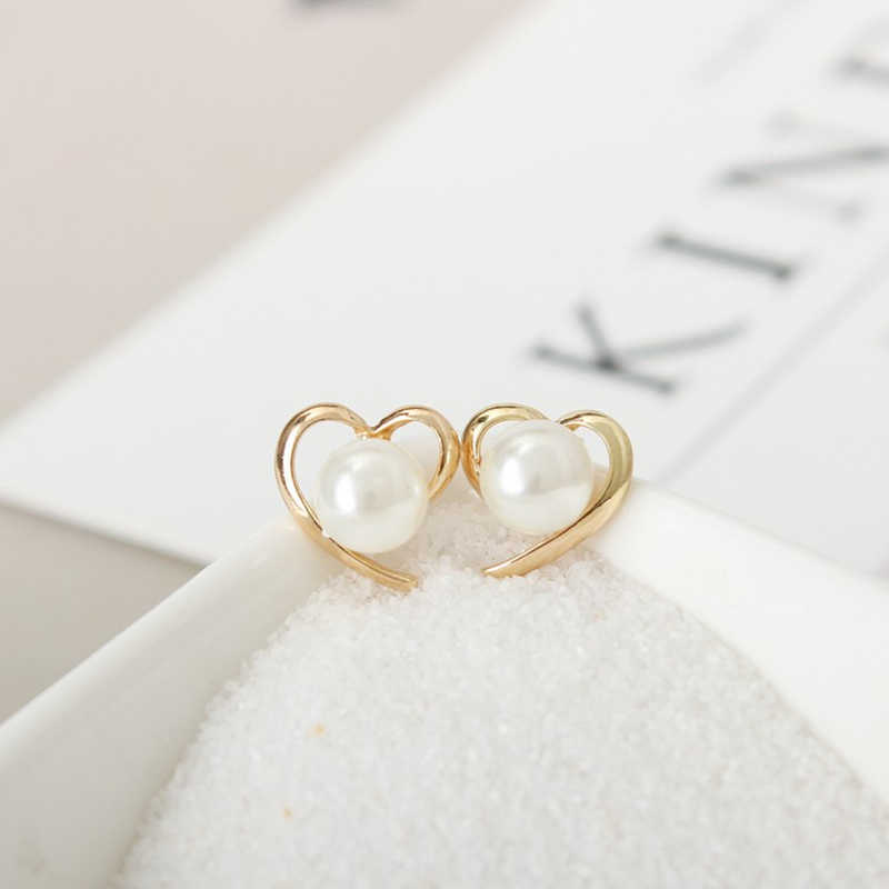 Unique Elegant Women Fashion Pearl Earrings Korea Personality Heart Shape Ear Accessories Statement Jewelry Gift For Girls