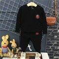 Algodón negro niños ropa niños ropa set 2017 resorte de la largo manga tops + pants 2 unids ropa del muchacho fija los niños deporte trajes