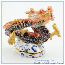 Chinesische Art Handgemachte Strass Dragon Form Schmuckschachtel Metall Schmuckschatulle SCJ743