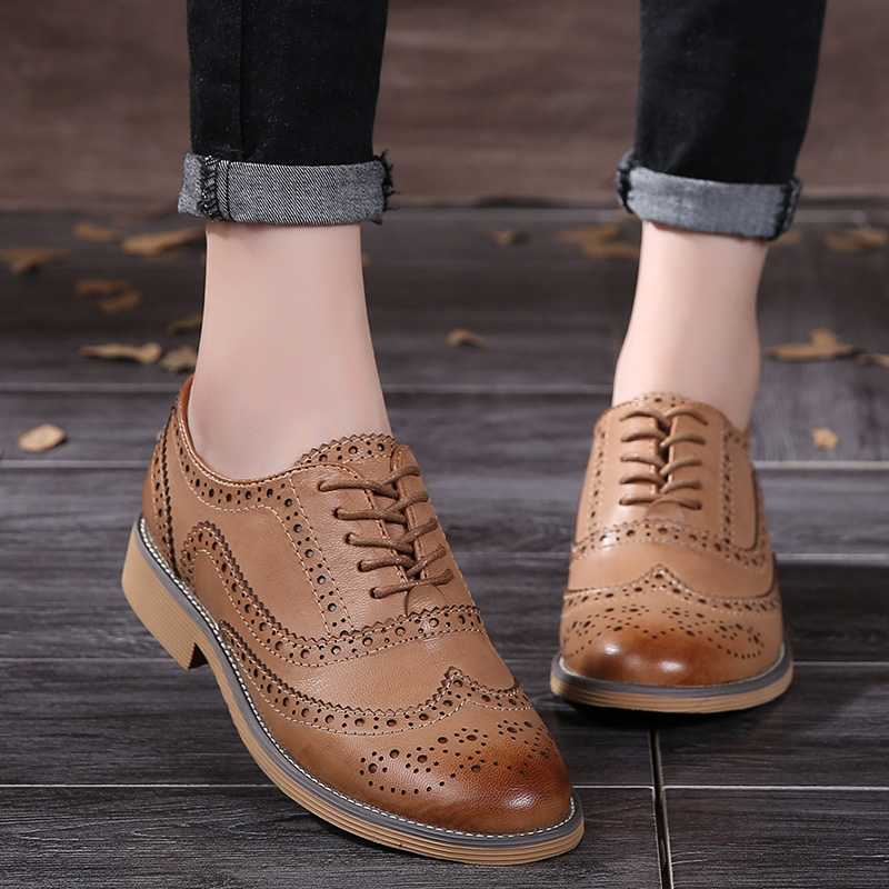 2017 Genuine Leather Women Brogue Shoes Cut Out Lace-Up Low Thick Heels Shoes Woman Plus Size Vintage Women Oxfords 2018 vallu women brogue shoes wingtip perforated round toes lace up genuine leather vintage oxfords women flats shoes plus size