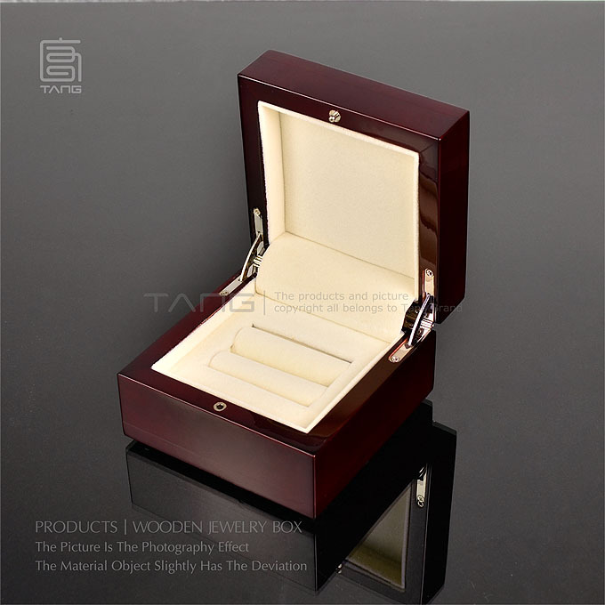 Top Marriage Proposal Ring Box Red Piano Lacquer Wooden Ear Studs Box Romantic Ring Gift Boxes 160 With Size 10*10*6 cm W025