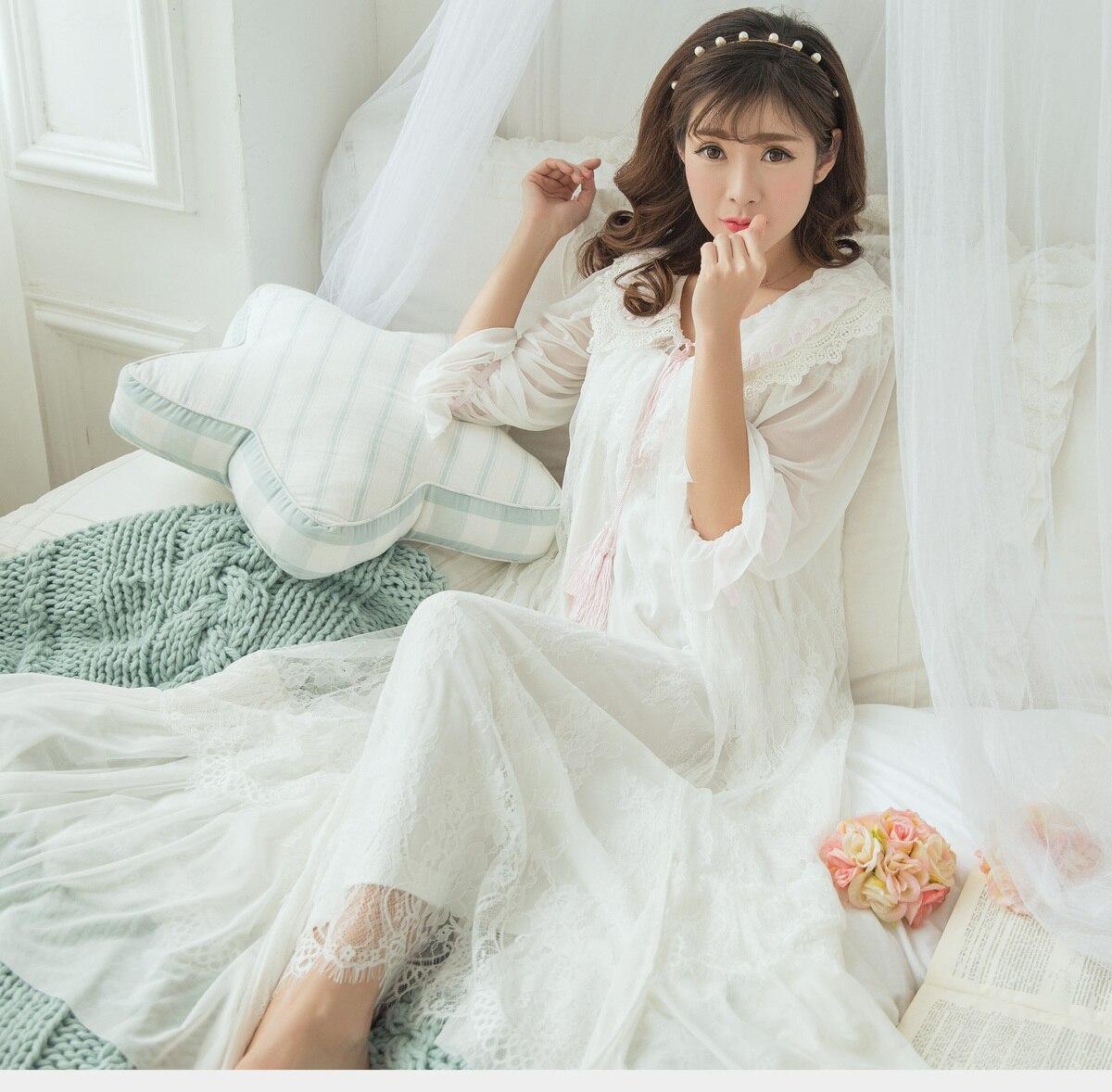 8a816ed0d RenYvtil 2017 2 Cores Primavera Princesa Rendas Pijamas das Mulheres Camisolas  Longas 2 Peças Conjunto de Lingerie Roupão Gaze Sleepwear em Nightgowns ...