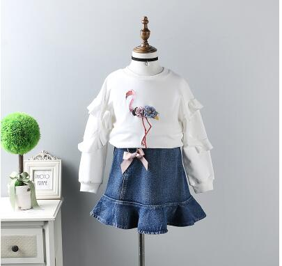 2018 spring new girls cotton long-sleeved t-shirt cute three-dimensional doll sweater suit children's denim skirt two-piece free shipping children clothing spring girl three dimensional embroidery 100% cotton suit long sleeve t shirt pants
