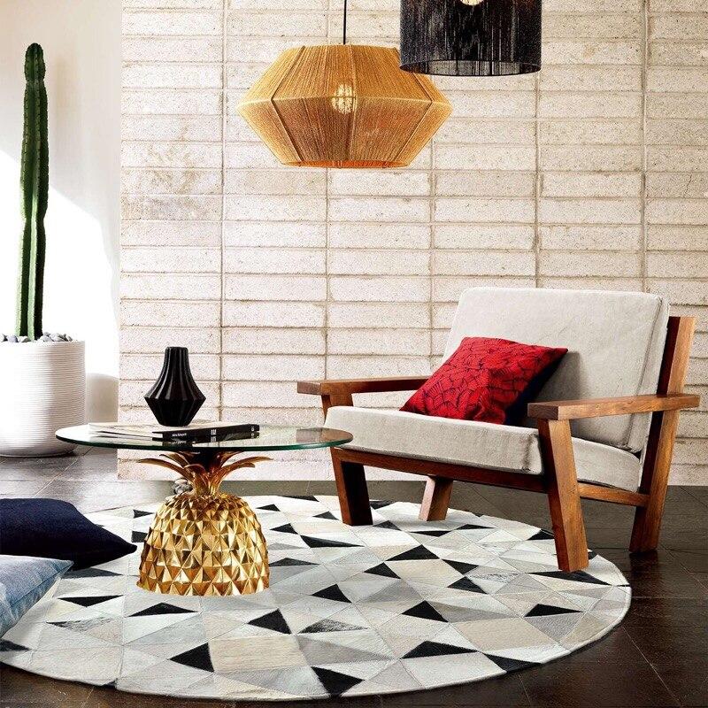 Mosaïque noir et blanc gris peau de vache patchwork cuir tapis motif géométrique circulaire vache cuir étude tapis