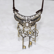 Vintage woman jewelry statement necklaces