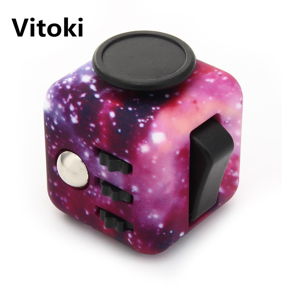 Fidget Cube Upgraded Version Vinyl Desk Silicone Buttons Purple Night Magic Cube Anti Stress Puzzle Hand Spinner Toy Gift game darts legering metalen wapen model draaibaar darts cosplay props voor collectie fidget spinner hand anti stress