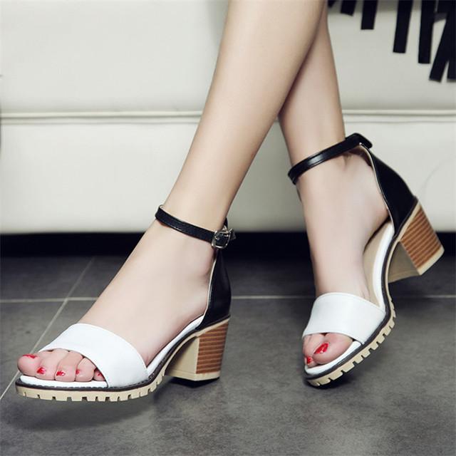 Plus size 34-43 Mais Novas Mulheres Tiras No Tornozelo Do Dedo Do Pé Aberto Sexy sandálias Da Moda Quadrados Senhoras de Salto Grosso Bombas de Salto Alto Verão sandálias