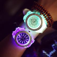 Mode Genève Coloré LED Rétro-Éclairage Cristal Quartz Montre-Bracelet pour les Femmes Dames Filles Clair Noir Blanc